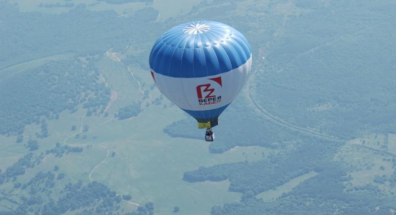 Рекламен полет плюс скокове с парашут от балона.