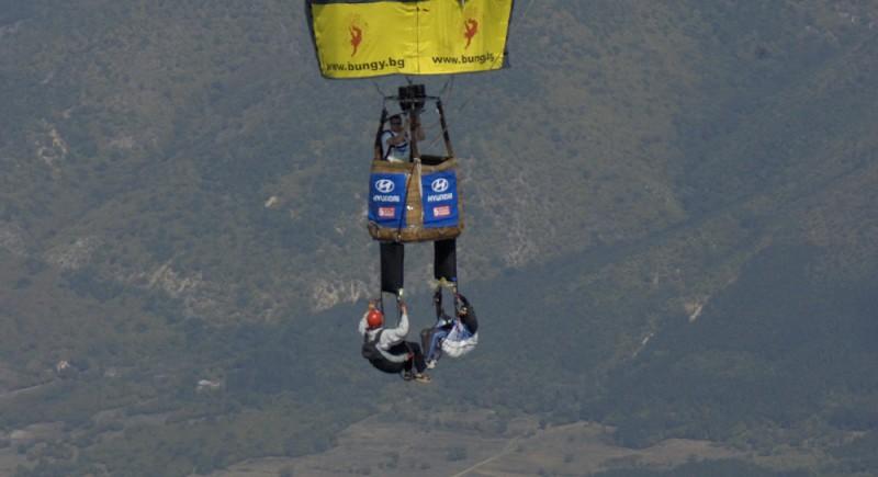 Първият Д-бег с парапланер от балон в България е организиран от Клуб Адреналин. Пилот на балона - Росен Касабов.