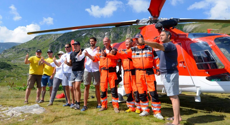 Васко, Оги и целия екипаж на хеликоптера.